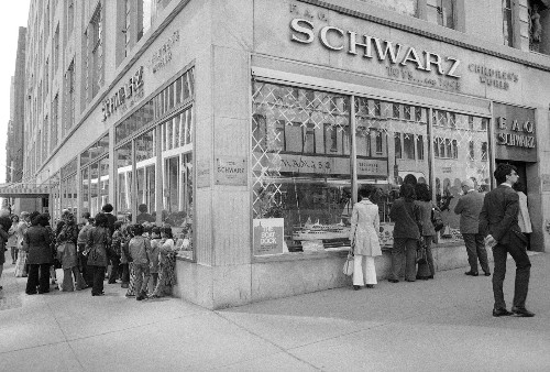 FAO Schwarz Closes in NYC