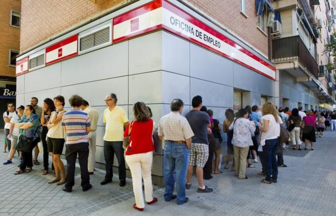 El paro, la corrupción y los problemas económicos preocupan a España: Para el 41,2% de los españoles la situación económica es 'mala' Tan sólo un 0,2% consideran que la situación política es 'muy buena' El paro es el principal problema de los encuestados con un 78,8%