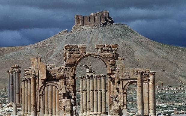 Islamic State 'threatens ruins of ancient site of Palmyra'
