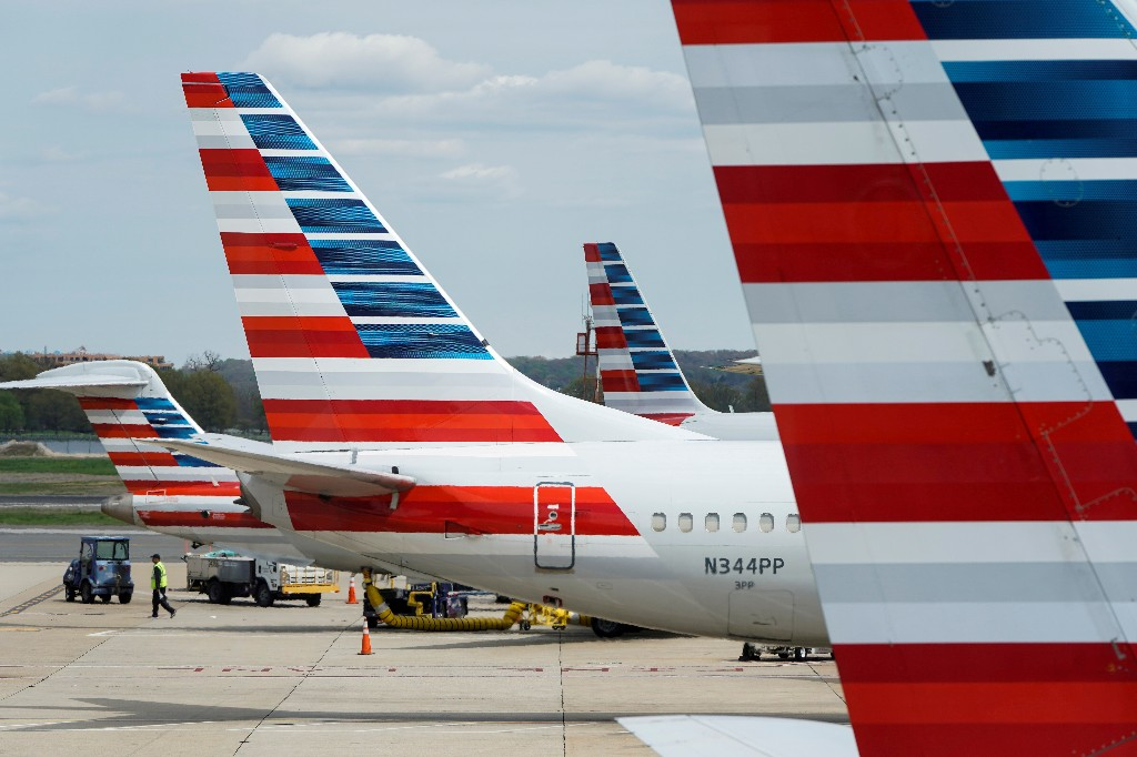 Republican senators back extending $25 billion payroll aid for U.S. airlines; shares jump