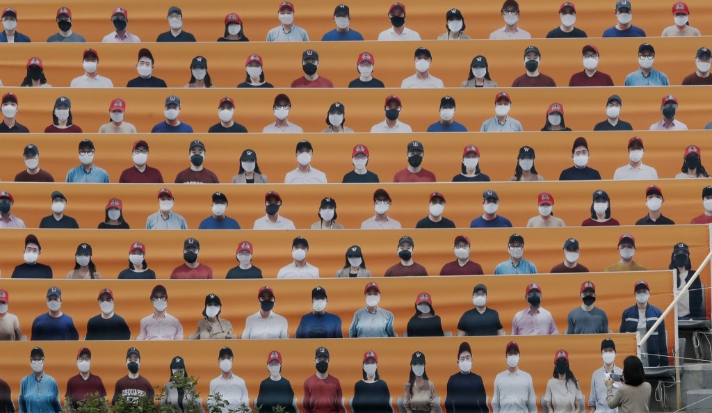 Baseball Without Fans in South Korea: Pictures