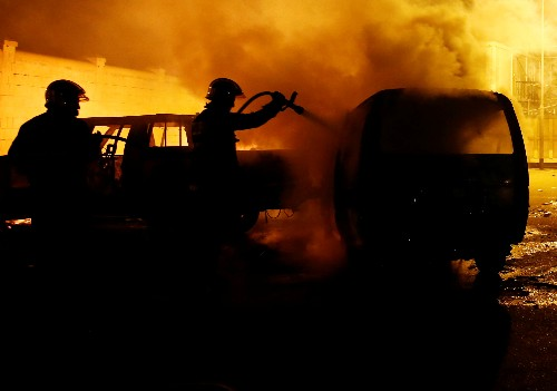 Rioting migrants torch cars, injure policeman at Maltese holding center