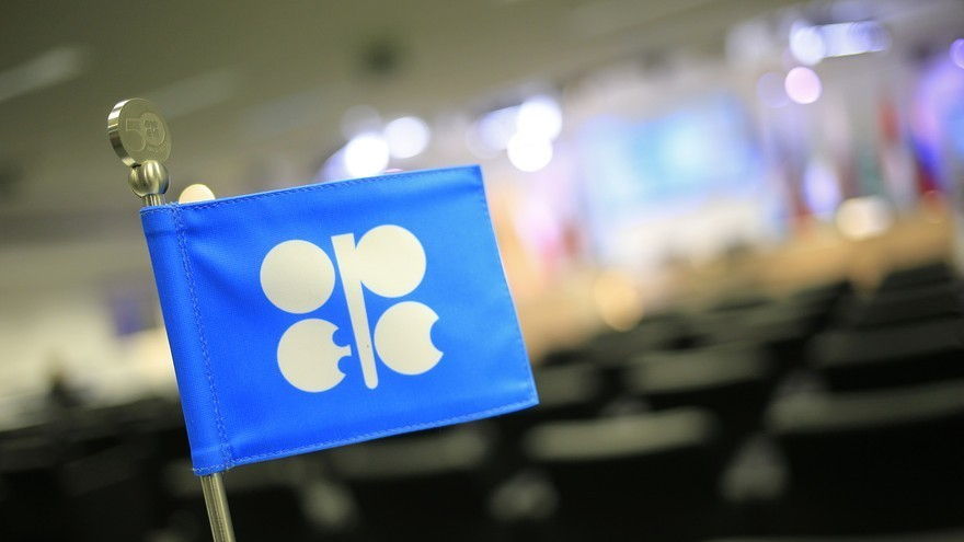 Oil prices drift lower as OPEC meeting nears