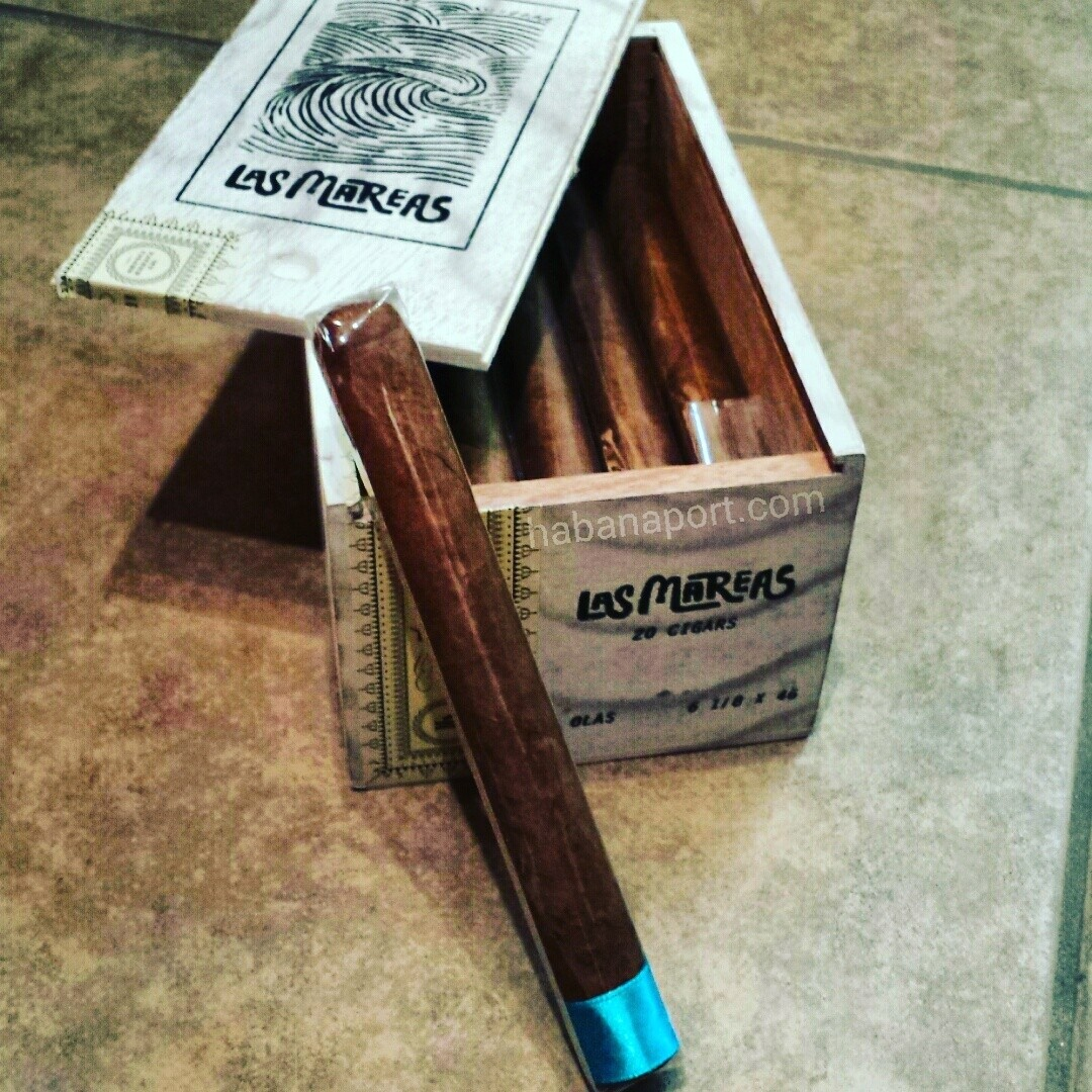 Las Mareas is an all-Nicaraguan blend with a Corojo '99 wrapper and is made at My Father Cigars. This is a pre-release batch from the Crowned Heads before the full line is released in summer 2016. www.habanaport.com