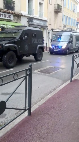 Man holed up at French museum shouting threats: French police