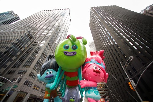 Windy Thanksgiving Day Parade in NYC : Pictures