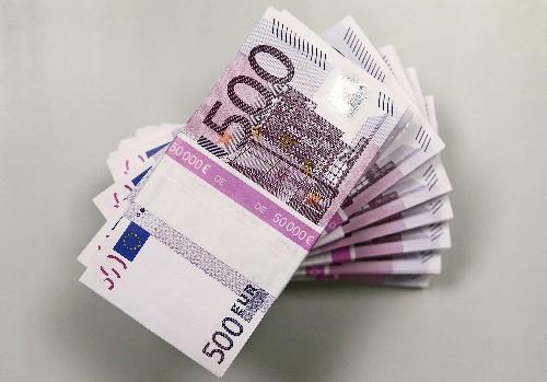 U.S. politics gives euro's global use a boost: ECB