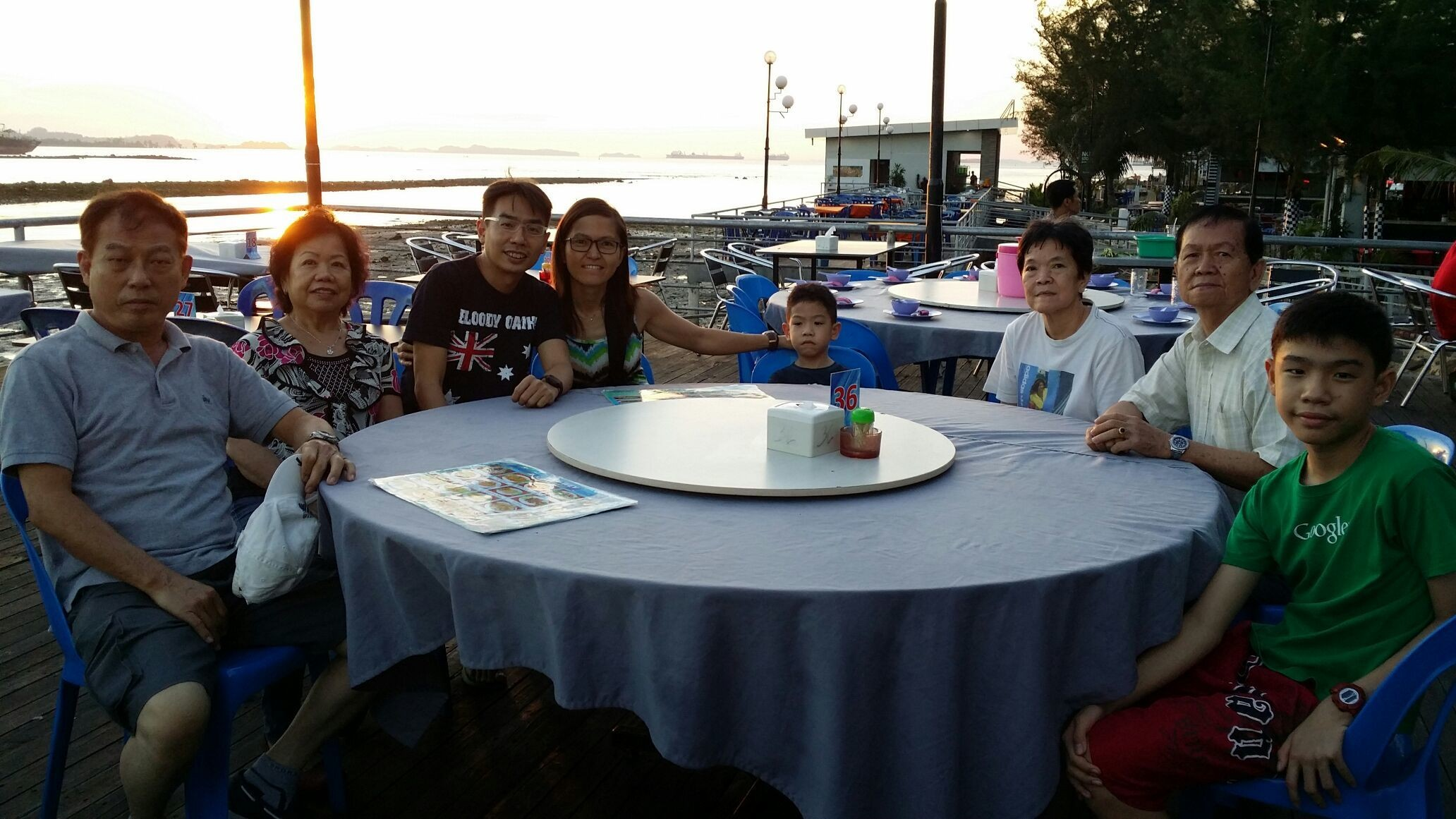 Dinner by the seaside at Way way Seafood Restaurant , Batam, Indonesia with parents and in-laws .