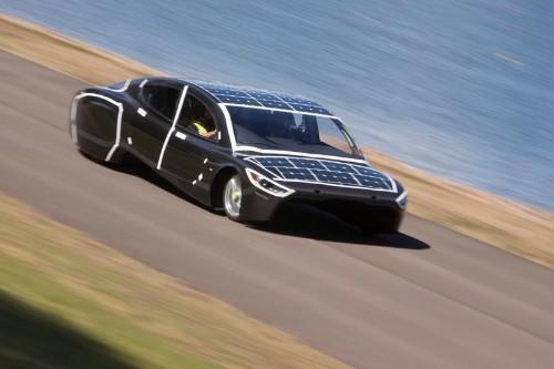 انطلاق سباق لسيارات تعمل بالطاقة الشمسية عبر صحراء استراليا