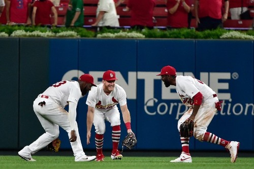 MLB roundup: NL Central contenders all win