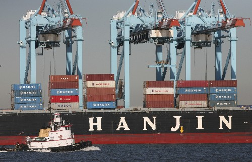 Shares in world's top shipping firm sink on US tariffs risk