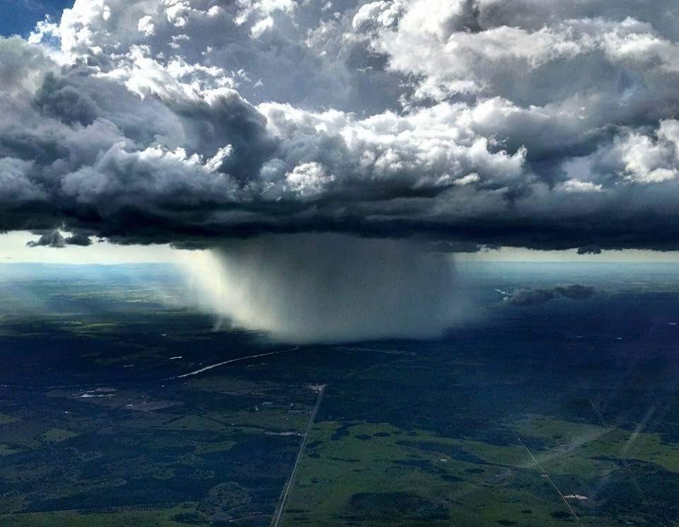 Foto tirada pelo comandante de vôo pouco antes de pousar no aeroporto de Cuiabá.