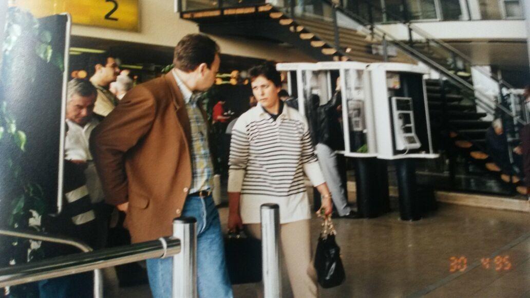 Avec ma cousine a l'aeroport d'Orly