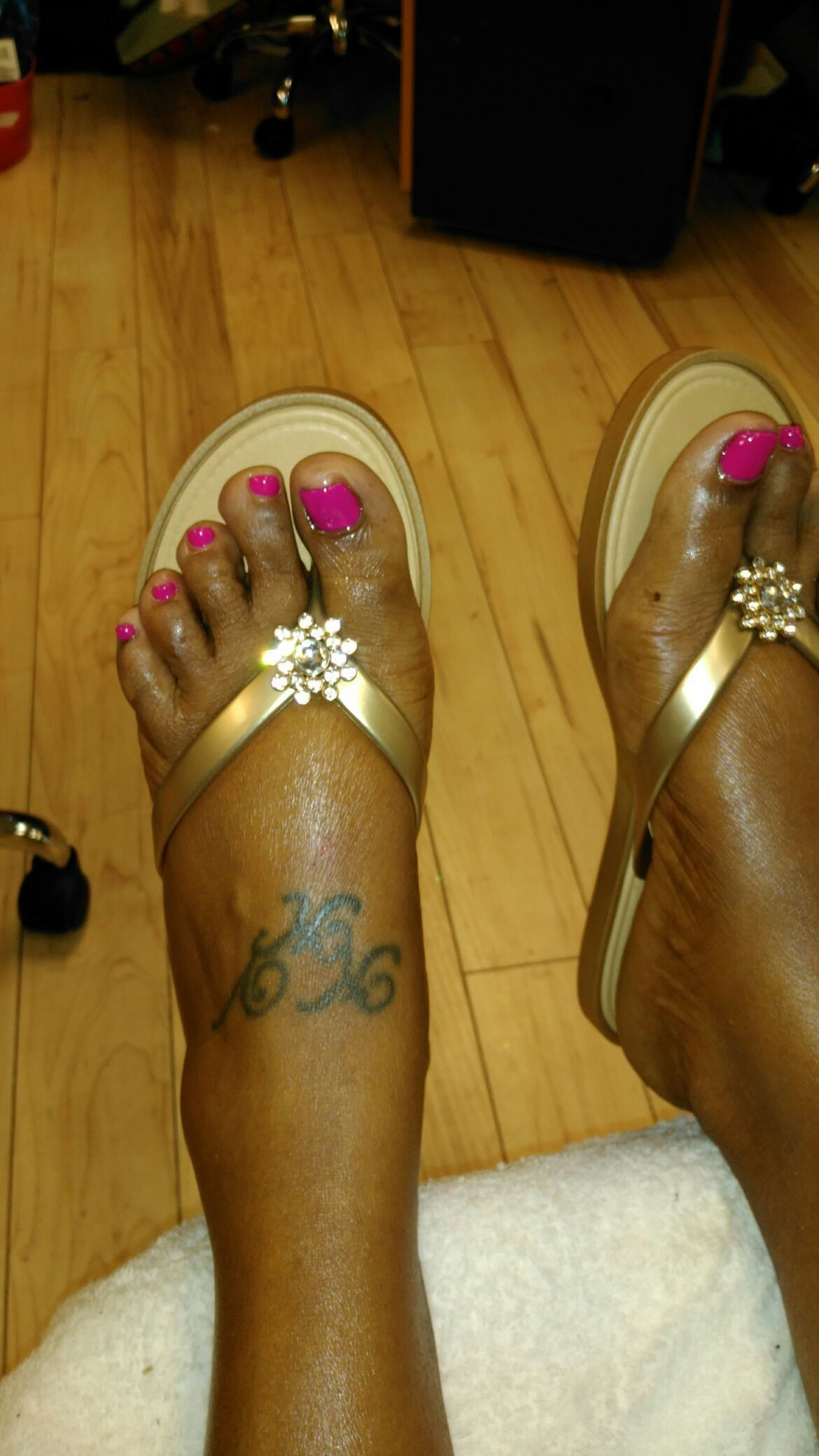 Thank u so much Ms. Ggh Murry for getting your #toes done with #ThaPolishQueen today! #ComeSeeMe #PrettyGurlsFeet #CleanBlackMasterNailTech #IDoNotRush #ITakeMyTime #UrMoneyWillBeWellSpent #UrToesMustBePerfectBeforeYouLeave #ComeExperienceMyHomemadeScrub #SpaologyNailSpa #ISupportBlackOwnedBusinesses Spaology Nail Spa & More 3000 Kavanaugh Blvd, Ste. C LR, AR 72205 To book your appointment email me @ PrettyGurlsFeet@gmail.com or call me at the salon @ 501.265.0303 or to book directly and purchase your service... Go to my website @ me on IG: @ms_beautiful_feet #ImWaitingOnYou