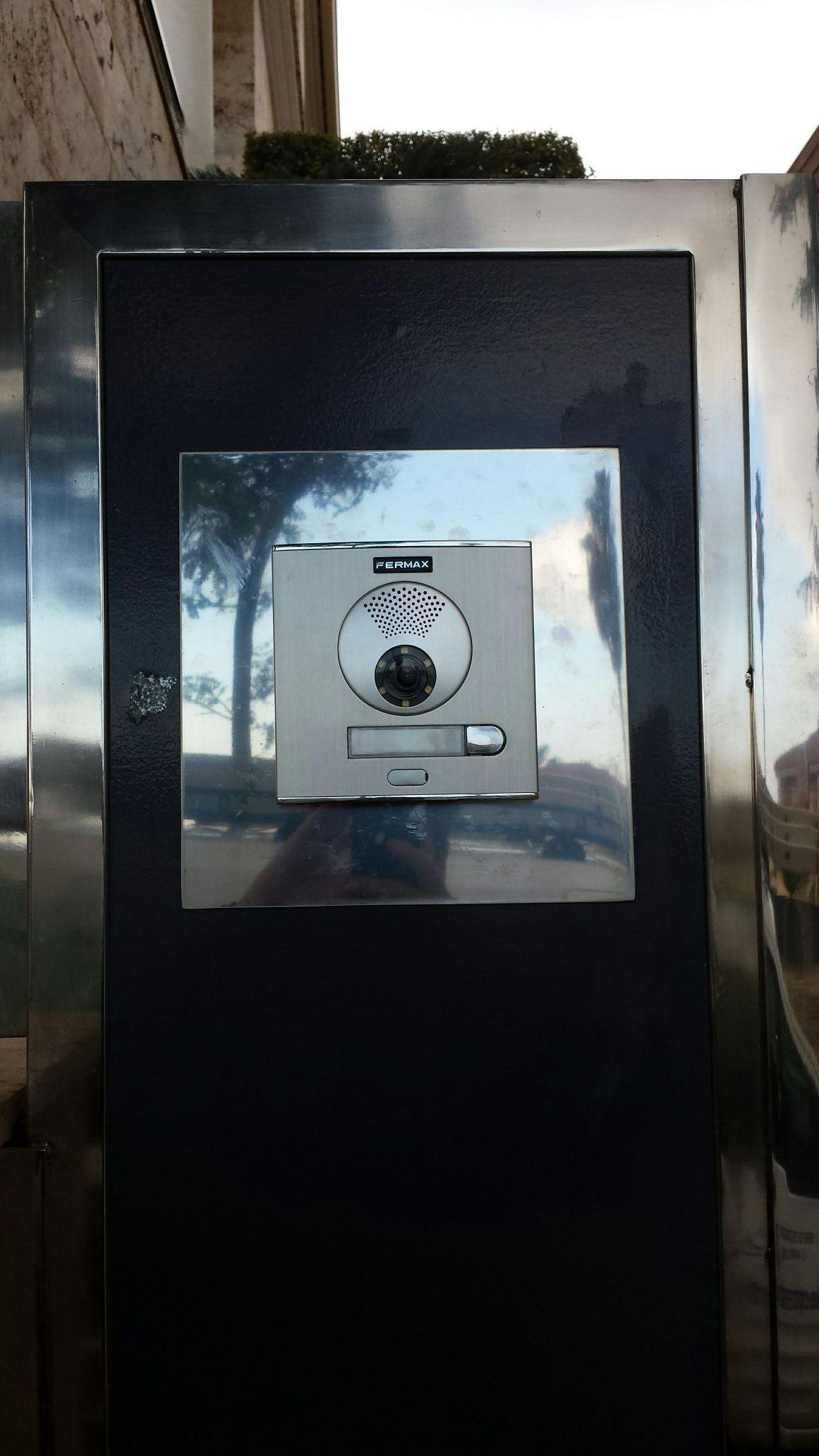 Nueva reposición de videoportero Fermax. Cambio de placa exterior por nuevo equipo Fermax vds color, monitor loft vds color memory. #interfono, #videoportero, #reposicion, #fermax
