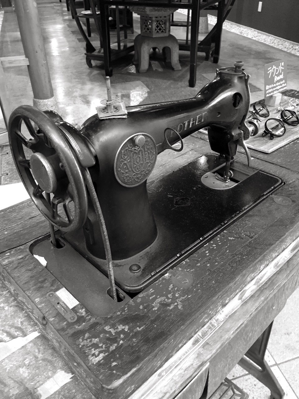 My mom used to make dresses for me and my sister on one of these. It's still at home. Glad we kept it. iPhone 6 App: Lenka