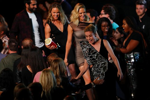 Empowerment rules at MTV awards, with win for Justice Ruth Bader Ginsburg