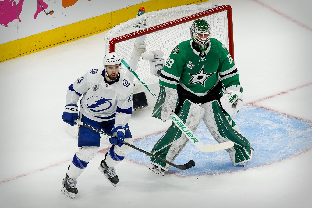 NHL : le Lightning s'impose largement et reprend la main
