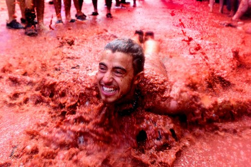 The Annual Tomato Fight in Spain: Pictures
