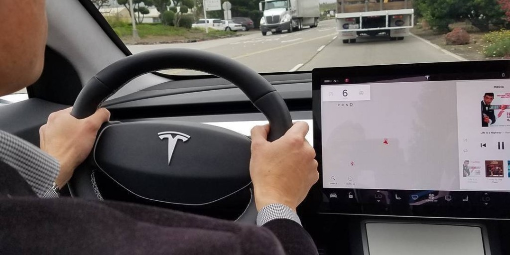 Tesla Model 3 engineer gives insights into driving experience without instrument cluster