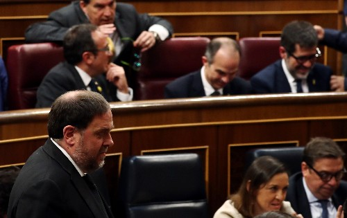 Jailed separatists, women in numbers and far-right bloc color Spain's rainbow chamber