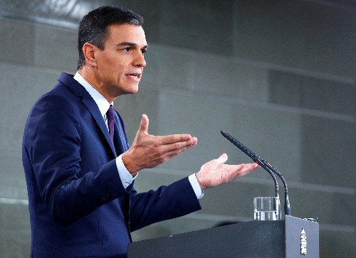 Spanish Socialists lead in poll, but well short of a majority