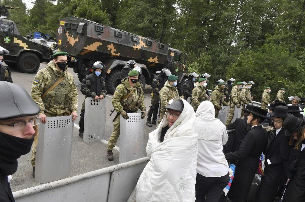 Jewish pilgrims retreat from Ukrainian border