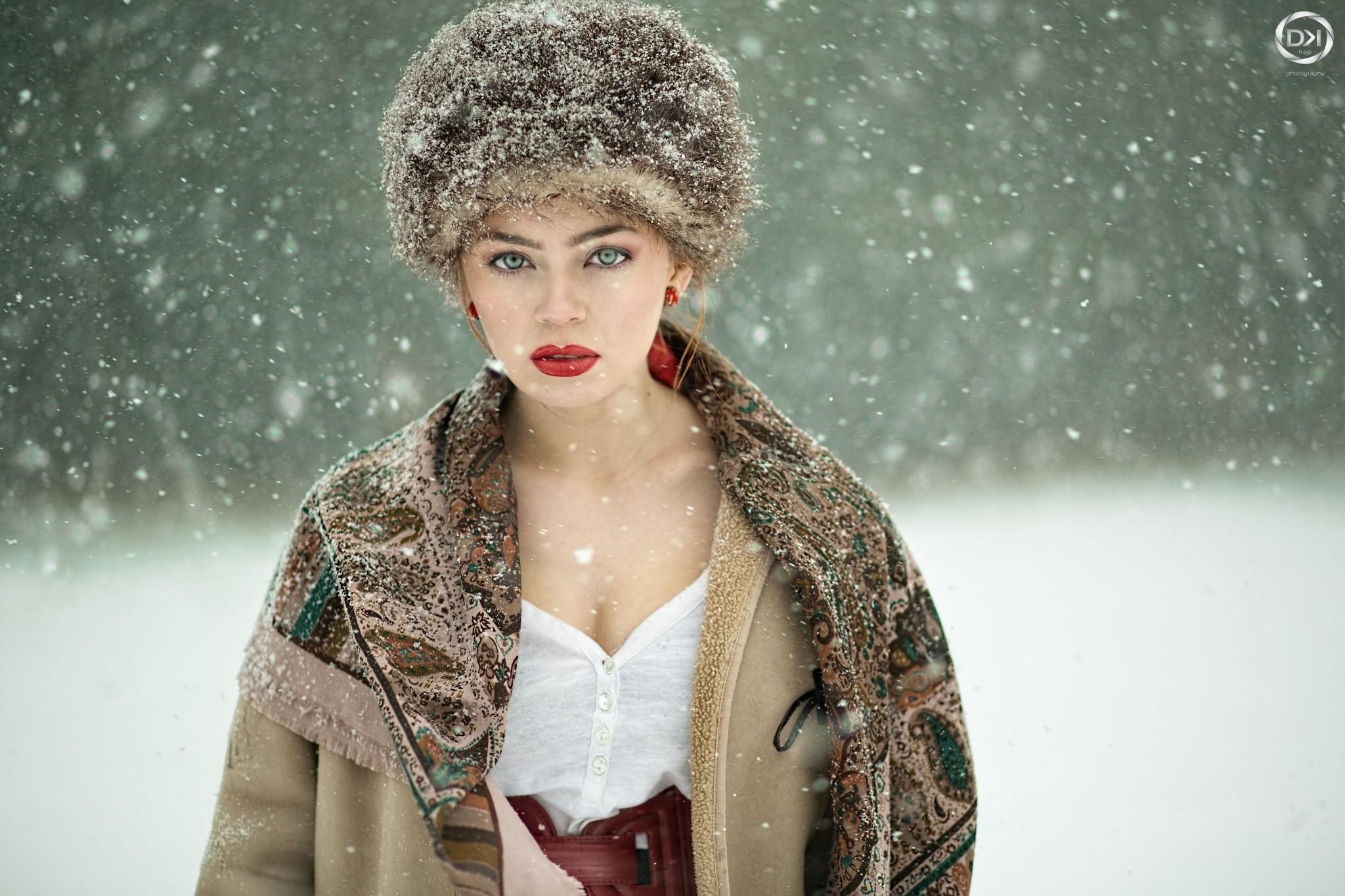 Beautiful green eyed Russian snow ..beauty!