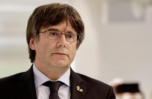 Expresidente de Cataluña se presenta ante autoridades belgas