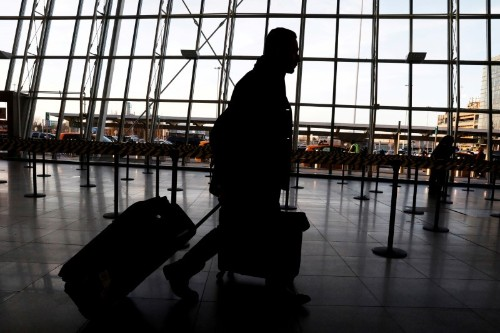 U.S. to screen passengers for new China coronavirus at three airports