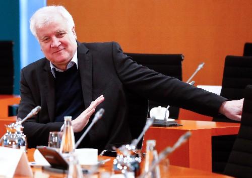 Seehofer will Gesetz für Produktion von Medizingütern in Deutschland