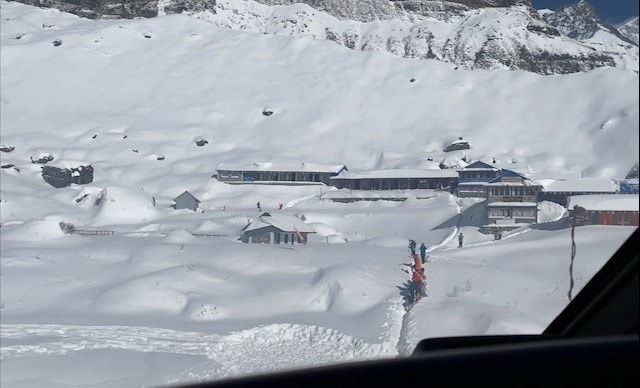 Nepal rescuers call off search for trekkers after new avalanches