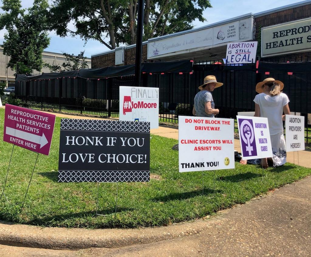 Judge: Alabama can't prohibit abortion during pandemic