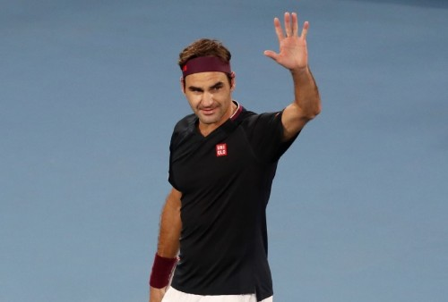 Federer survives huge scare to reach last 16 on freaky Friday