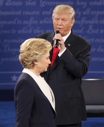 Trump, Clinton Square Off in Town Hall Debate: Pictures