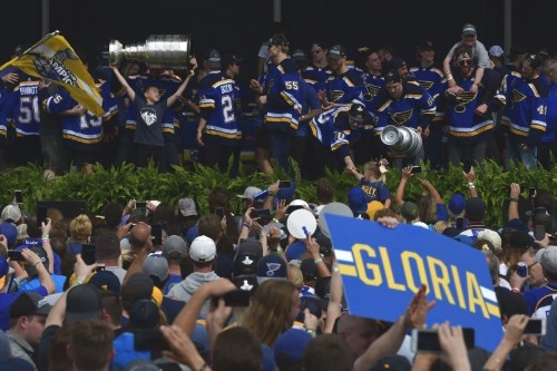 NHL notebook: Rain doesn't stop Blues parade