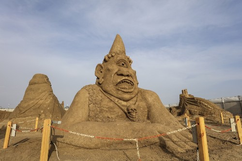 Sand Sculptures of Mythology and the 7 Wonders in Pictures