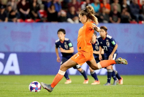 Martens sends Netherlands through to maiden quarter-finals
