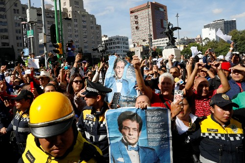 'Stories through his music': Jose Jose fans pay tribute to Mexican singer