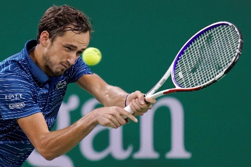 Drained Medvedev pulls out of home tournament in Moscow