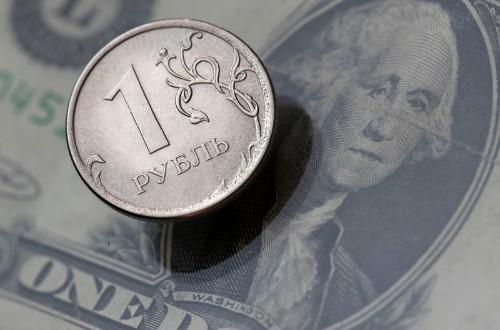 Рубль достиг пика 1 года к евро и 1 месяца к доллару на фоне скачка нефти