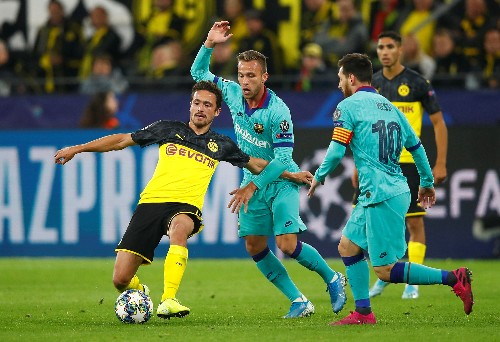 Unlucky Dortmund draw 0-0 with Barca on Messi return