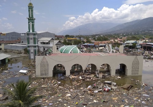 The Latest: Indonesia quake, tsunami deaths climb to 384