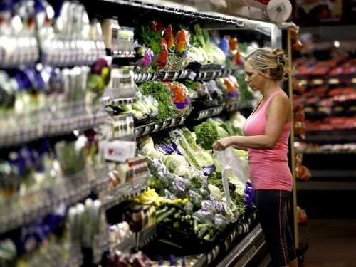 I spend $25 a week on groceries — here's what I buy and what I skip