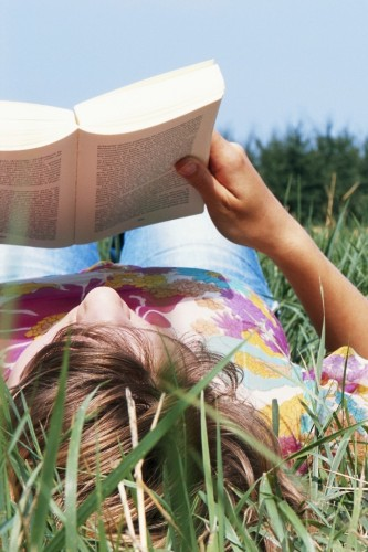Drop That Kindle! 10 Reasons Print Books Are Better Than E-Books