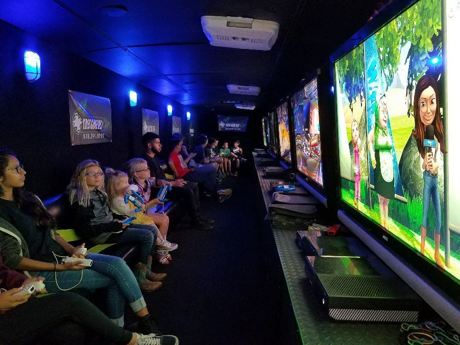 Videogamebus.com 818-391-8191 in Porter Ranch at a birthday party Videogame Guru