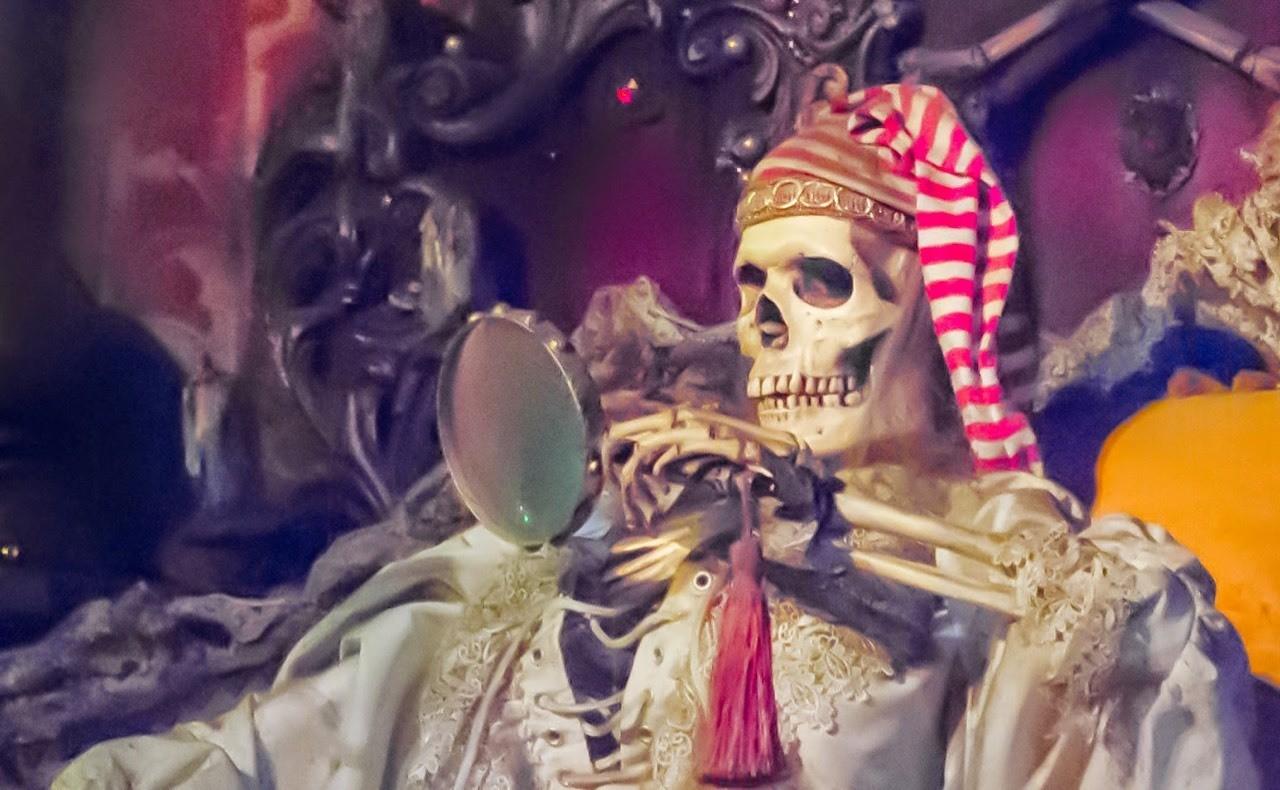 Daily Disneyland: Pirates of the Caribbean, Captain checking his treasure map #disney #disneyland #POTC #piratesofthecaribbean