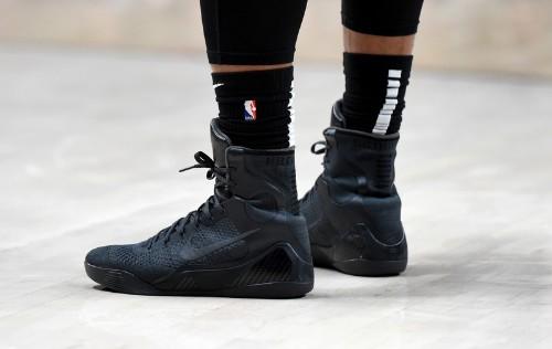 Lillard, Blazers blast Spurs with offensive show