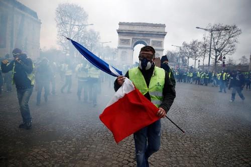 """France: Le soutien aux """"Gilets jaunes"""" en chute après le 16 mars, selon un sondage"""