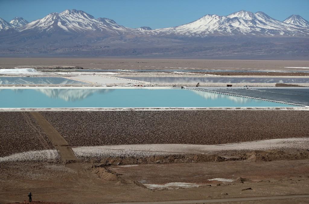 Chile judge calls for water study on 'fragile' lithium-rich Atacama salt flat